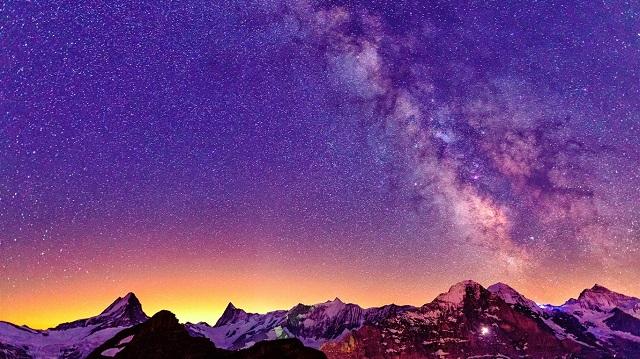 звездздное небо над Альпам горы